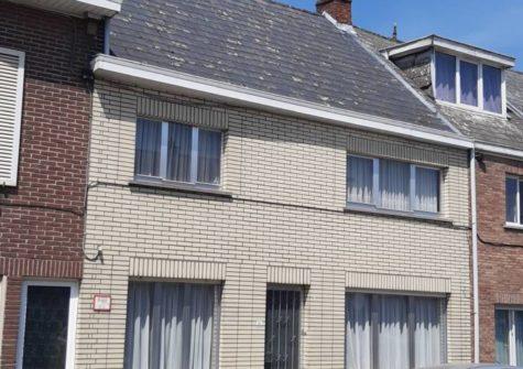 Te renoveren rijwoning met tuin en garage te Wetteren