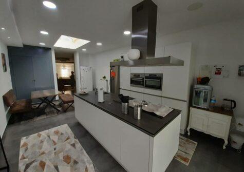 Volledig gerenoveerde, energiezuinige woning met 4 kamers en terras op grens Gent en Wondelgem