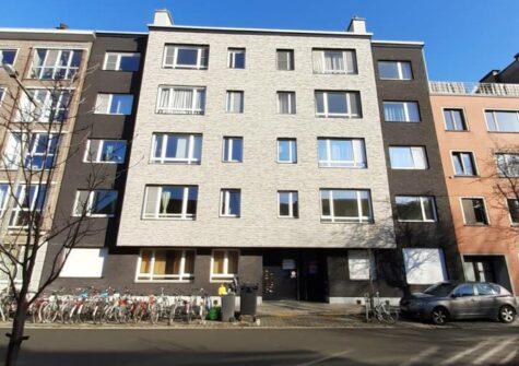 Gelijkvloers appartement met 2 kamers, dressing en garage nabij Sint-Pietersstation