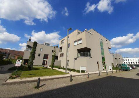 Recent appartement met 1 slaapkamer en ruim terras nabij Sint-Pietersstation