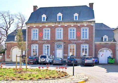 Geklasseerde herenwoning te Hoegaarden, momenteel verhuurd als brasserie
