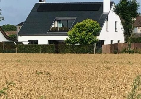 Prachtige villa in residentiële omgeving met zicht op de velden