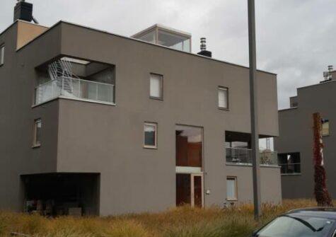 Gelijkvloers appartement met 2 slaapkamers, terras en garage nabij Sint-Pietersstation